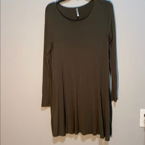 Green long sleeve dress with pockets.